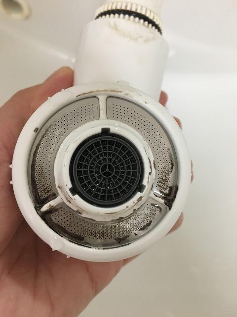 掃除後のシャワーヘッド