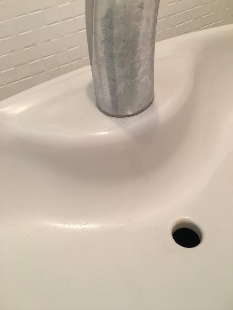 キレイになったトイレの水受け・手洗い1