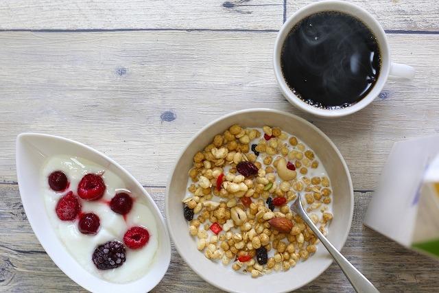 フルーツグラノラの朝食イメージ