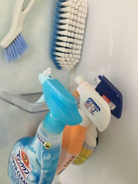 お風呂の掃除洗剤を吊るす収納方法