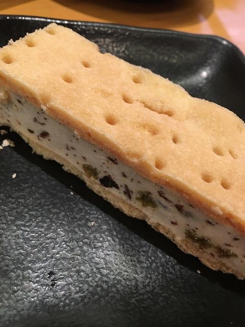 ラムレーズンアイスクッキーサンド
