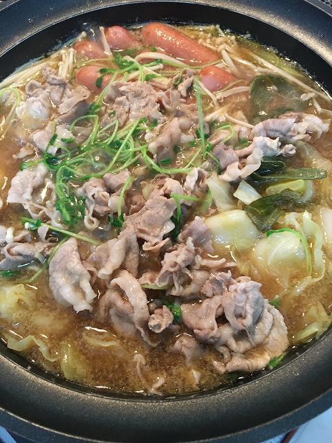 エバラ【なべしゃぶ】鶏がら醤油つゆで鍋をする