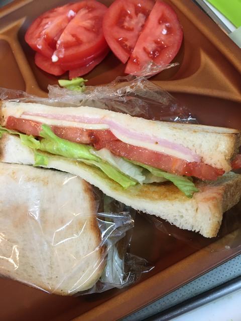 トマトのホットサンドイッチ
