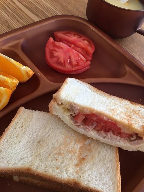 ツナトマトチーズのジューシーホットサンドイッチアップ