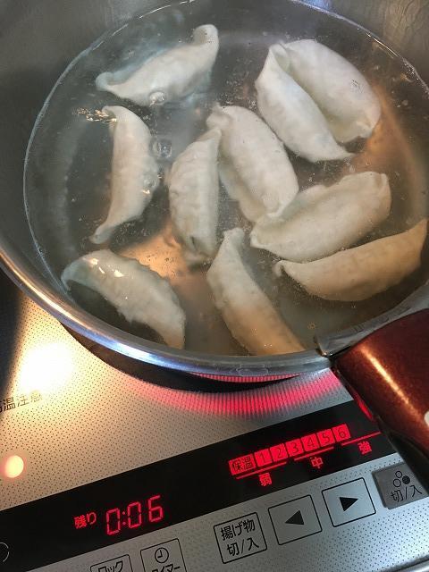 スタミナ餃子を水餃子に調理中1
