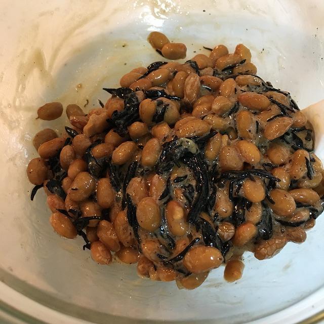 納豆に梅ひじきを入れてみる。