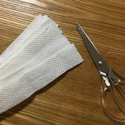 キッチンペーパーを短冊状に切る