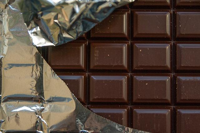 初めてでも美味しいプロテイン ①DNS ホエイプロテイン・プレミアムチョコ味