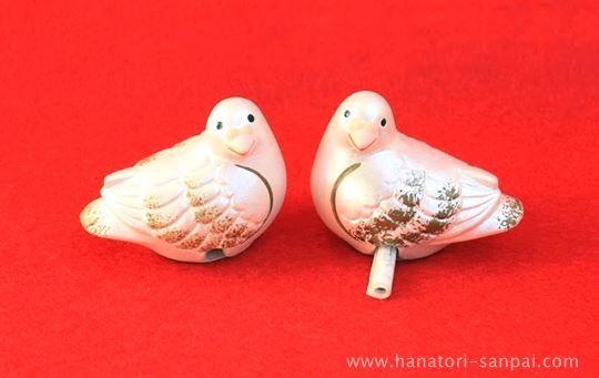 京都の石清水八幡宮の鳩のおみくじ