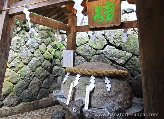 狭井神社の薬井戸