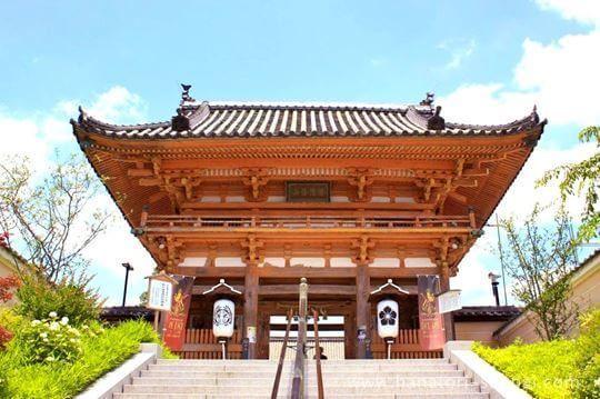 大阪の総持寺の門