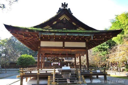 京都の平野神社の拝殿