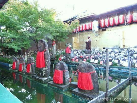 千本ゑんま堂の供養池