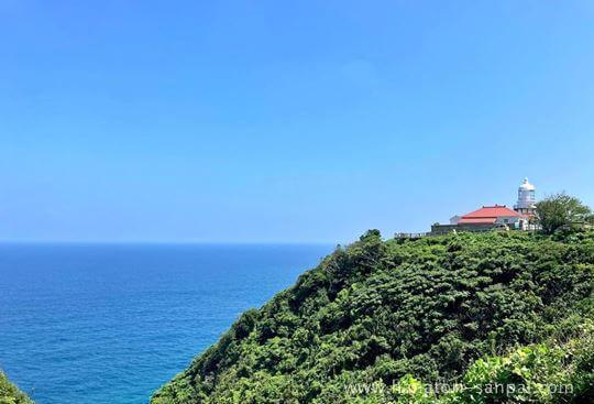 美保関灯台と海