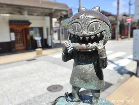 猫娘のブロンズ像