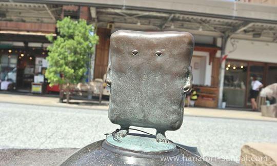 ぬりかべのブロンズ像