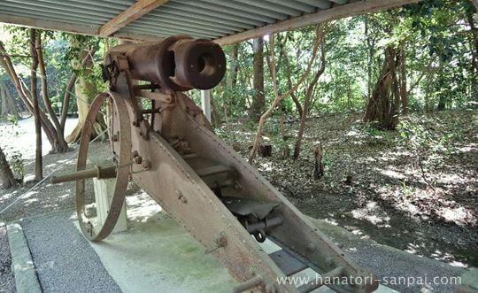 廣瀬大社の参道にある野砲