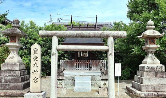 津島神社境内にある豊受神社