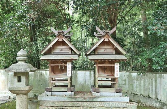 村屋神社境内の村屋神社