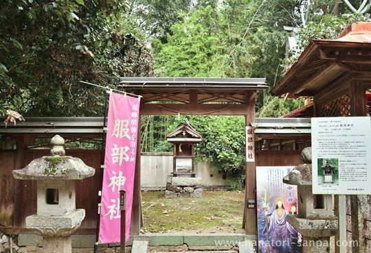 村屋神社境内の服部神社