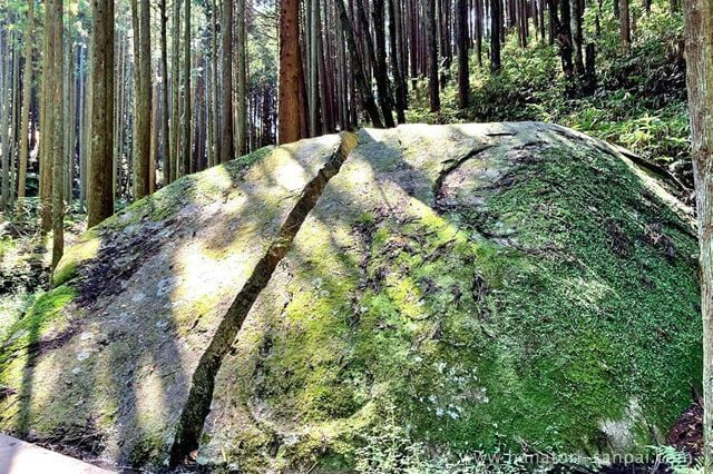 奈良の柳生の一刀石