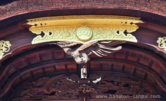 瀧尾神社の本殿の彫刻