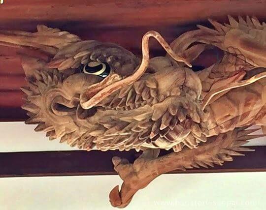 瀧尾神社の拝殿の龍