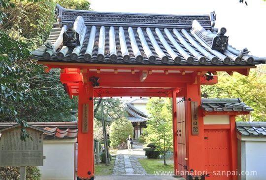 京都の悲田院の門
