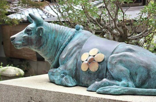 菅原院天満宮神社のなで牛