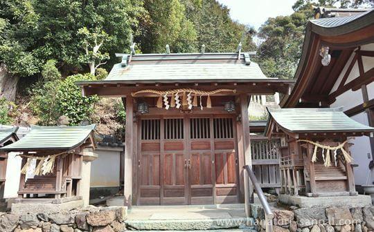 狭山神社境内にある狭山堤神社