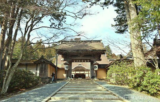 高野山金剛峯寺の門