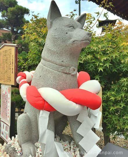伊奴神社の犬の王の石像