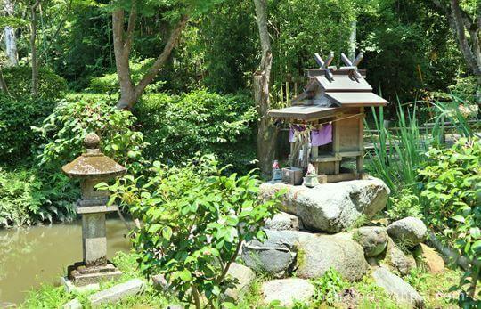 等彌神社にある桃神社