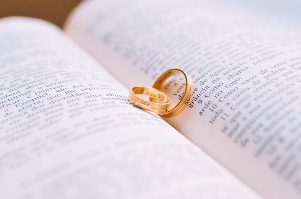ロマンチックな プロポーズ 演出 小説で 主人公は彼女