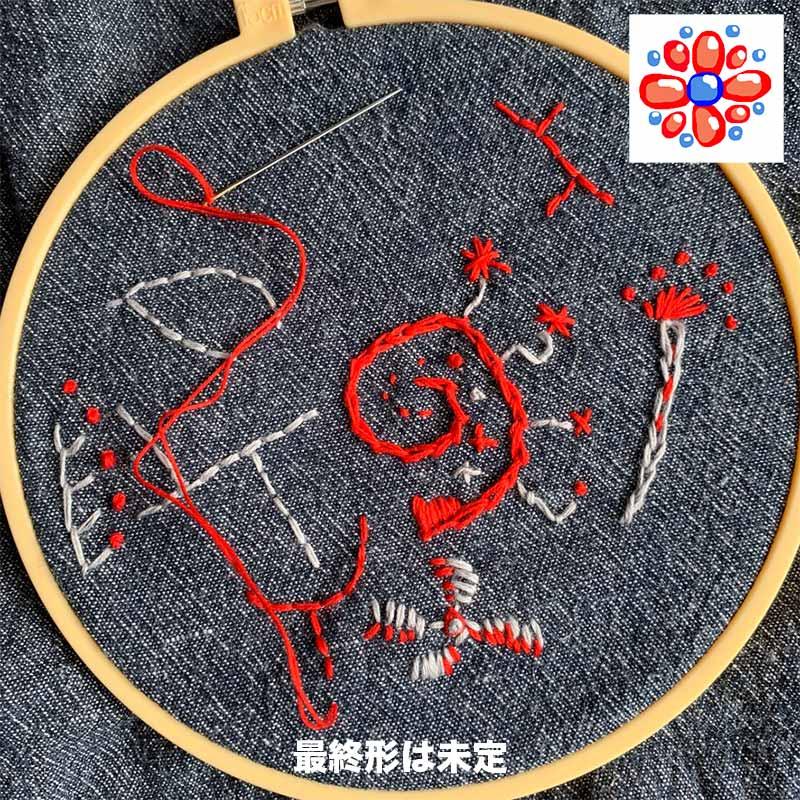 古着の生地に刺し子糸で刺繍中