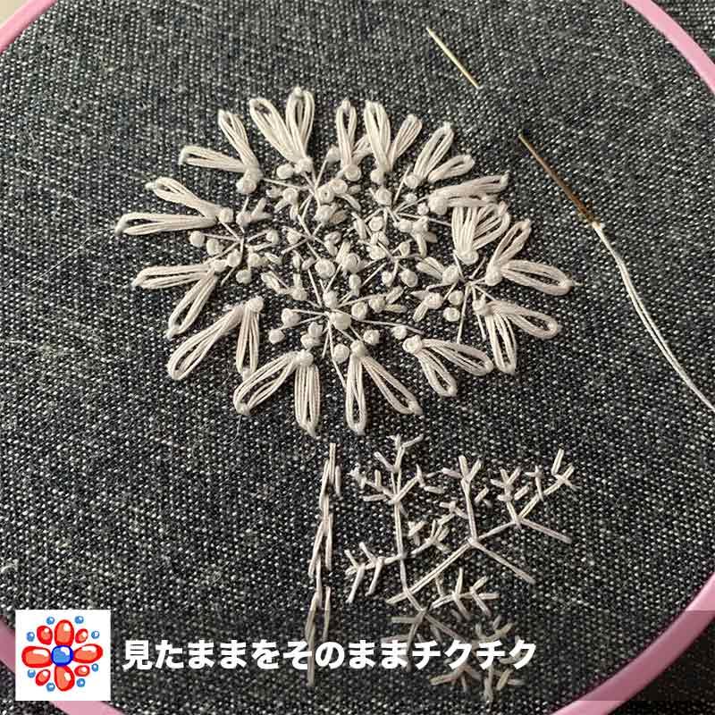 ダルマの家庭糸でオルレアの花を刺繍中