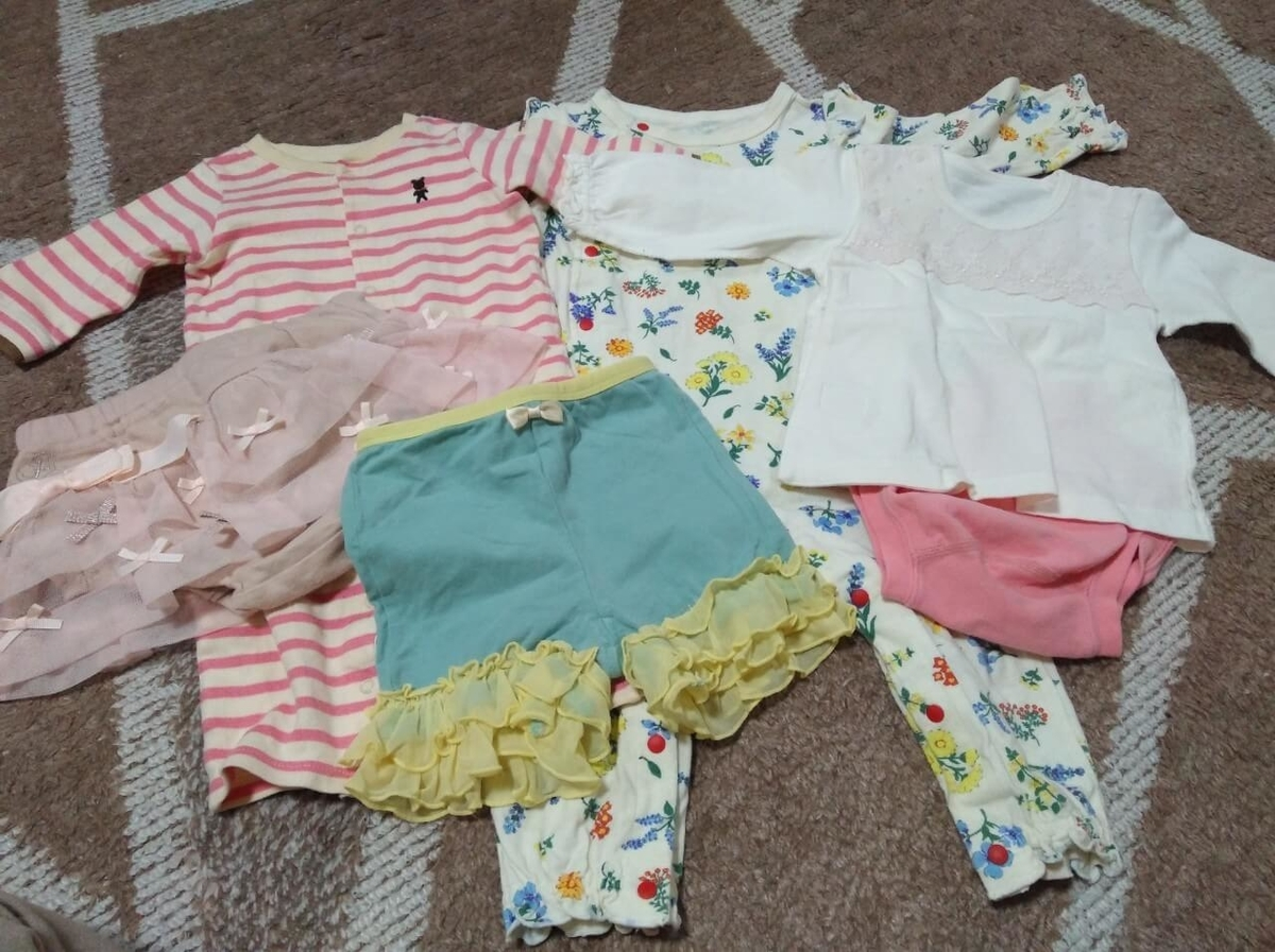 キャリーオン:赤ちゃん用の服