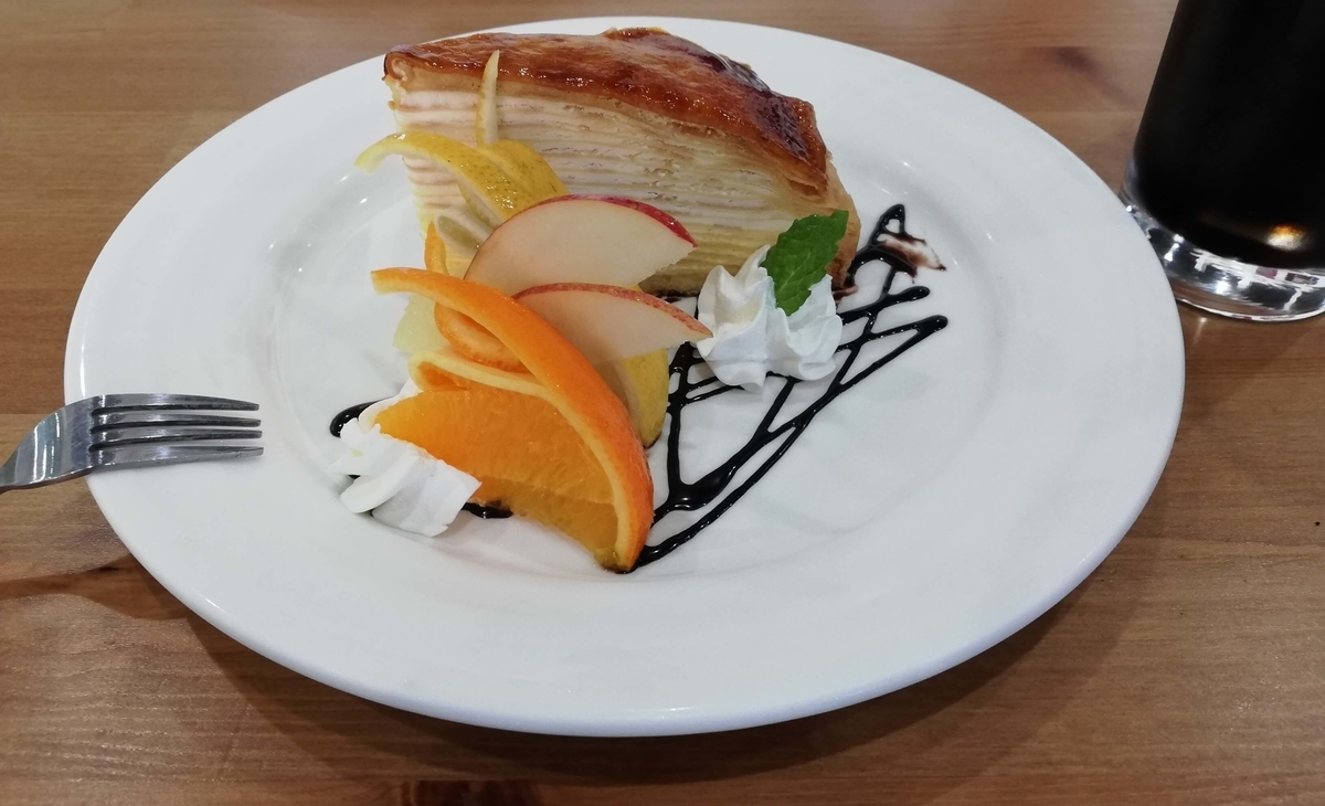 千葉県八街市:ドックカフェ でぃーえるあーる ミルクレープ