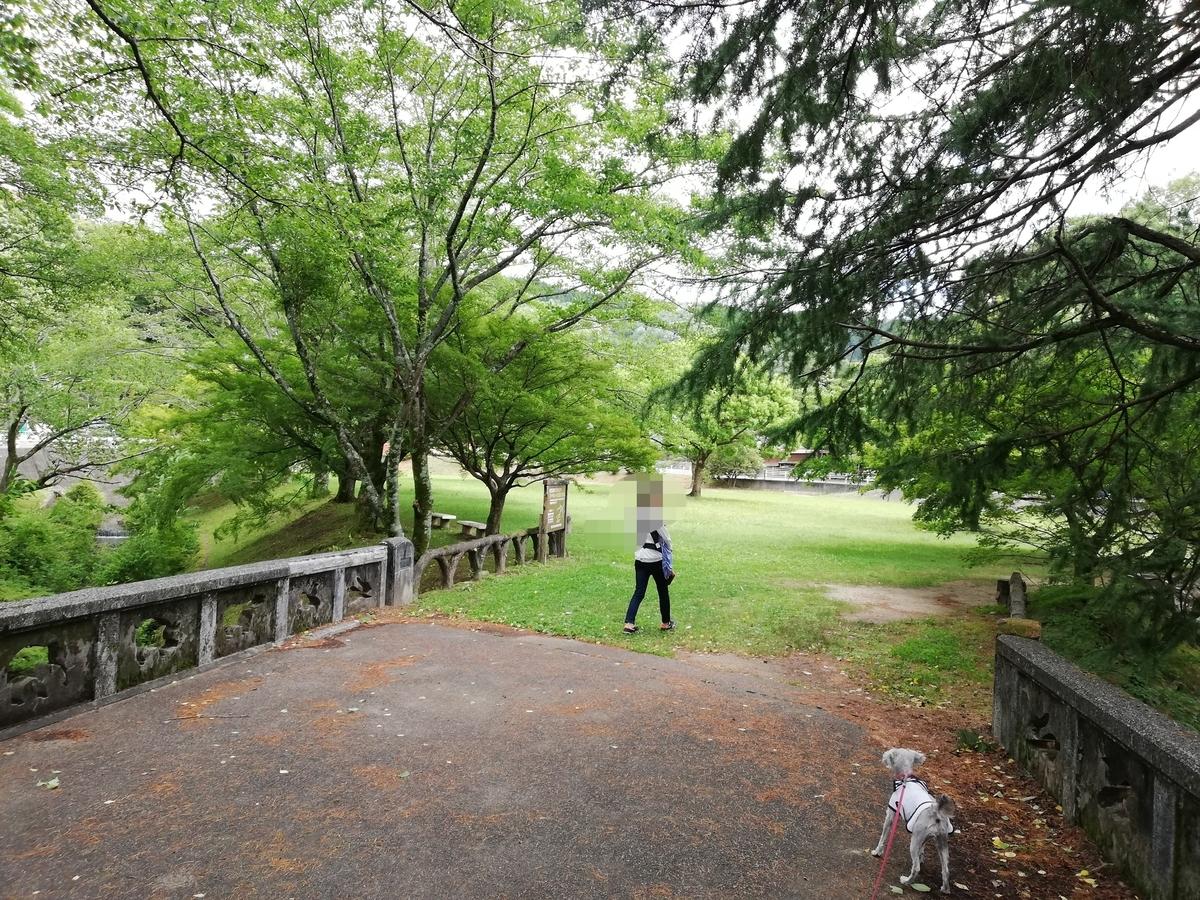 愛知県内でペットと遊ぶ:定光寺公園 駐車場から入口