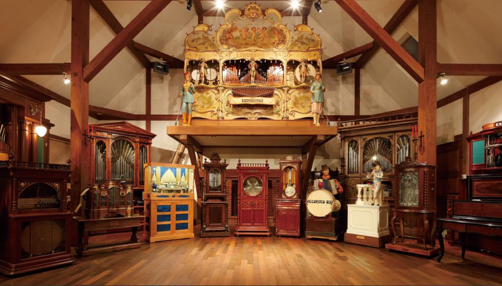 ペットと遊ぶ:萌木の村 オルゴール博物館