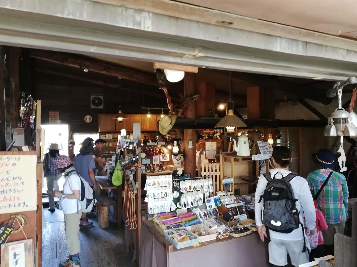 ゆるキャン△聖地巡礼:ころぼっくるひゅって 店内入り口