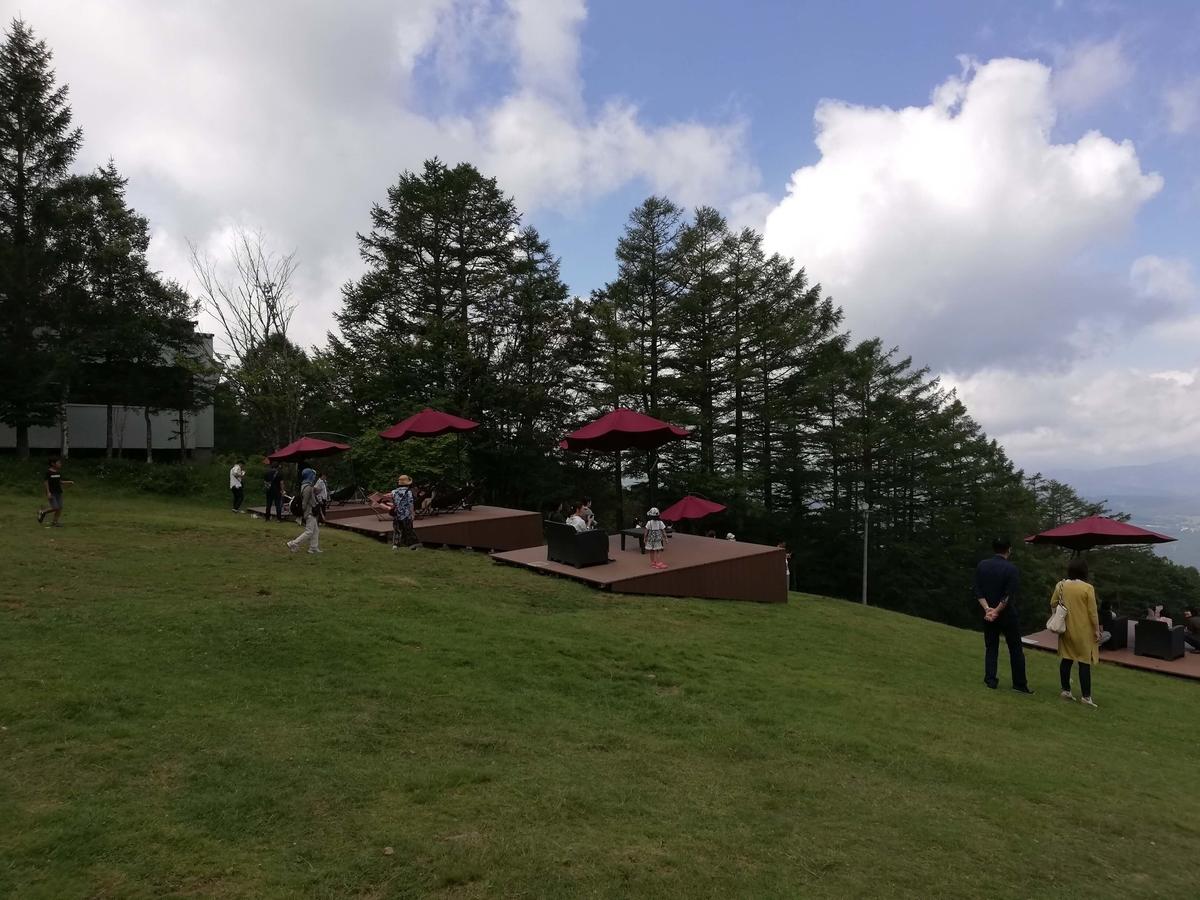 長野県内:ペットと遊ぶ 御泉水自然園 女神のそらテラス ハンモック