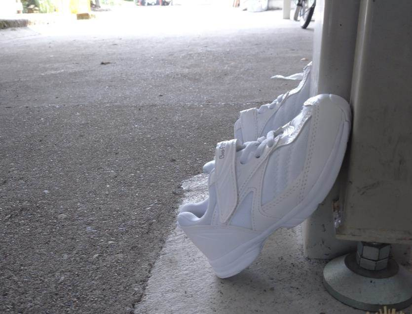 靴を日陰で干す