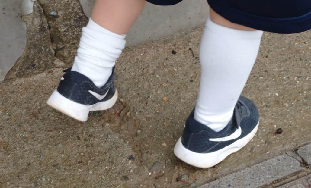 子供の靴下ずり落ちない検証_直角靴下のお迎え時の様子2