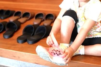 子供靴正しい履き方のイメージ図