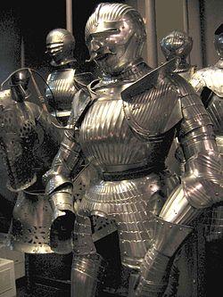線があるマクシミリアン式アーマー 1510年 ポーランド陸軍博物館蔵