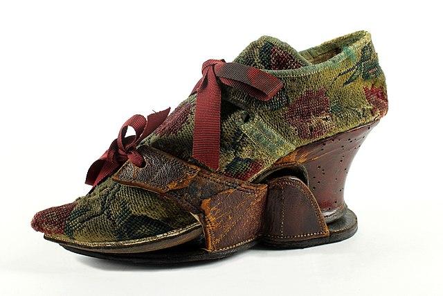 パトン 18世紀初頭ヴェネツィア ロシモダ靴博物館蔵