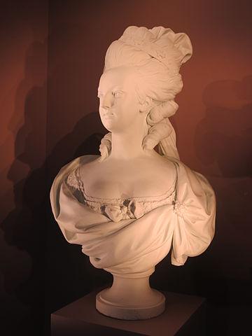 1782年 セーヴル磁器製のマリー・アントワネット胸像