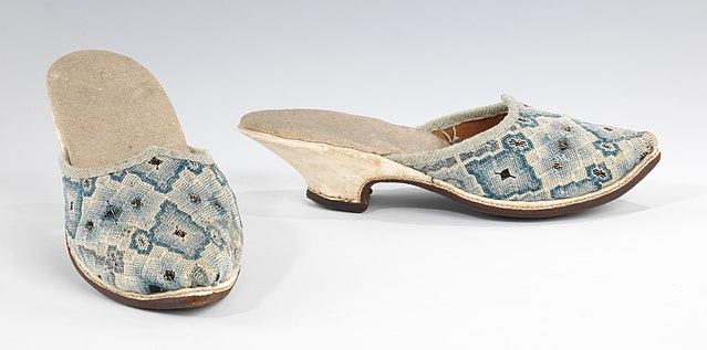 ミュール(仏) 18世紀初頭 絹、リネン、皮製 メトロポリタン美術館蔵