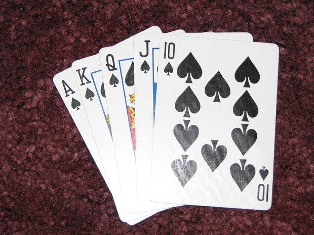 menyebutkan peranan poker dengan sangat jelas